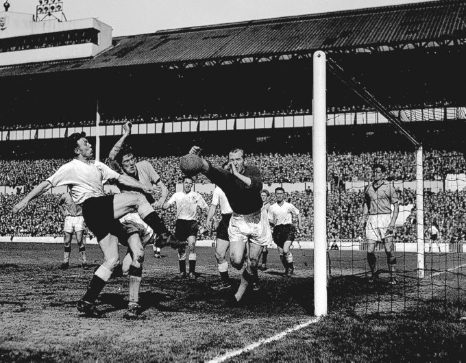 Bert Trautmann saves goal against Spurs.