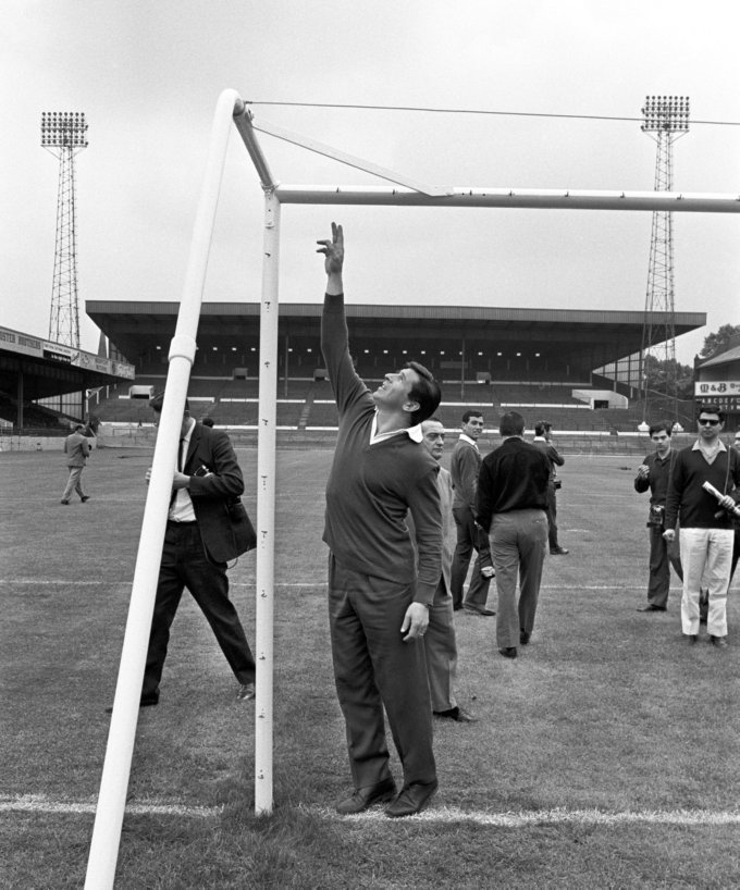 Soccer - World Cup England 1966 - Argentina Squad Inspect Villa Park