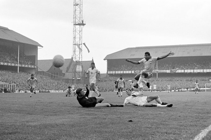 Soccer - World Cup England 1966 - Group Three - Brazil v Bulgaria - Goodison Park