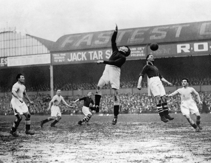 Soccer - FA Cup - Semi Final - Arsenal v Manchester City - Villa Park - 1932