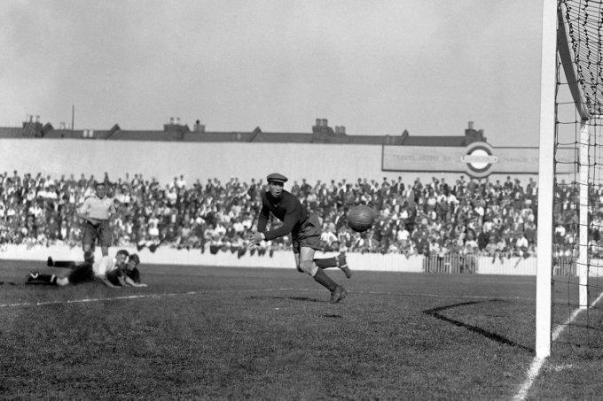 Soccer - League Division One - Tottenham Hotspur v Wolverhampton Wanderers - White Hart Lane