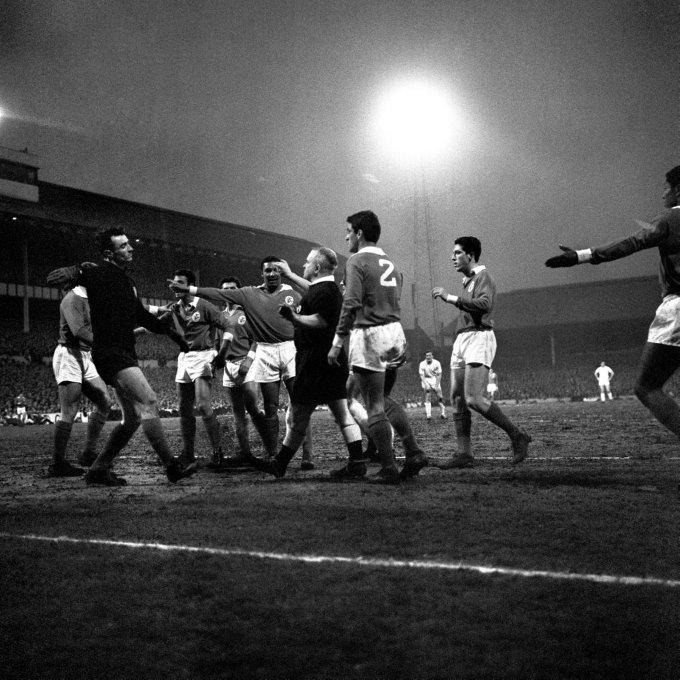 Soccer - European Cup Semi-Final - Tottenham Hotspur v Benfica - White Hart Lane