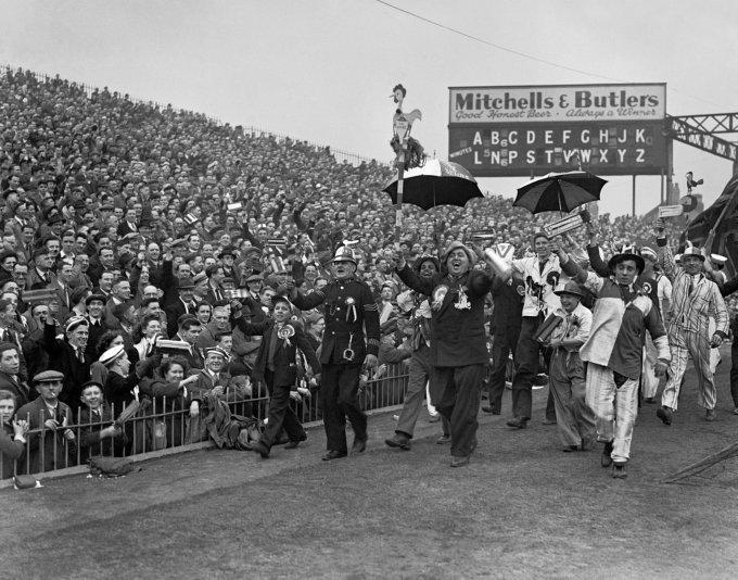 Soccer - FA Cup Semi-Final - Blackpool v Tottenham Hotspur - Villa Park