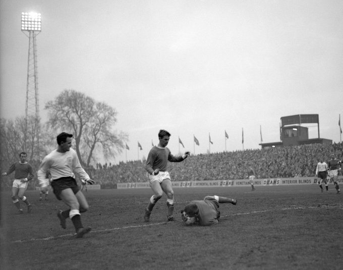 Soccer - League Division One - Fulham v Everton - Craven Cottage - 1963