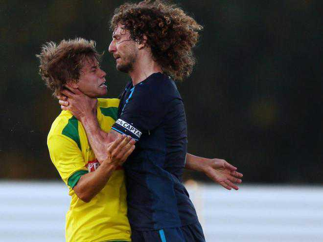 shocking-picture-fabricio-coloccini-sent-off-in-newcastles-friendly-for-choking-caetano
