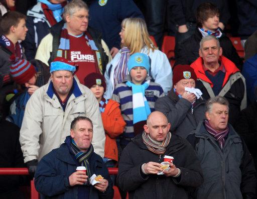 Soccer - npower Football League Championship - Barnsley v Burnley - Oakwell Stadium