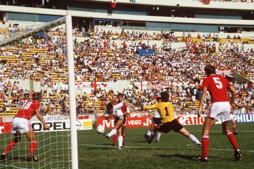 Soccer - FIFA World Cup Mexico 1986 - Group F - England v Poland - Universitario Stadium