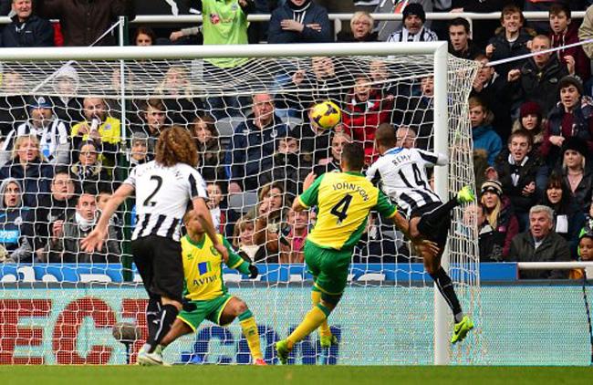 Soccer - Barclays Premier League - Newcastle United v Norwich City - St James' Park