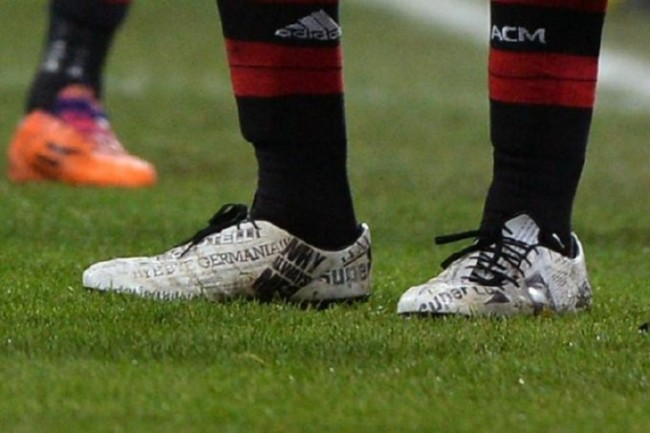 balotelli-newspaper-boots
