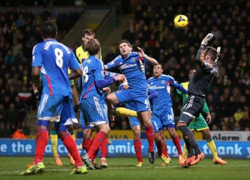 Soccer - Barclays Premier League - Norwich City v Hull City - Carrow Road
