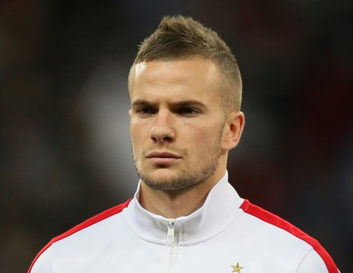 The 27-year old son of father (?) and mother(?), 175 cm tall Tom Cleverley in 2017 photo