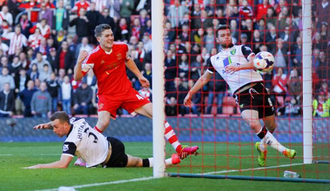 Soccer - Barclays Premier League - Southampton v Norwich City - St Marys