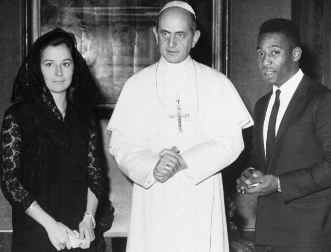 Pope Paul VI with Pele and his wife Rosemarie