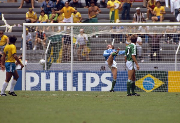 Soccer - FIFA World Cup Mexico 1986 - Group D - Brazil v Northern Ireland - Estadio Jalisco, Guadalajara