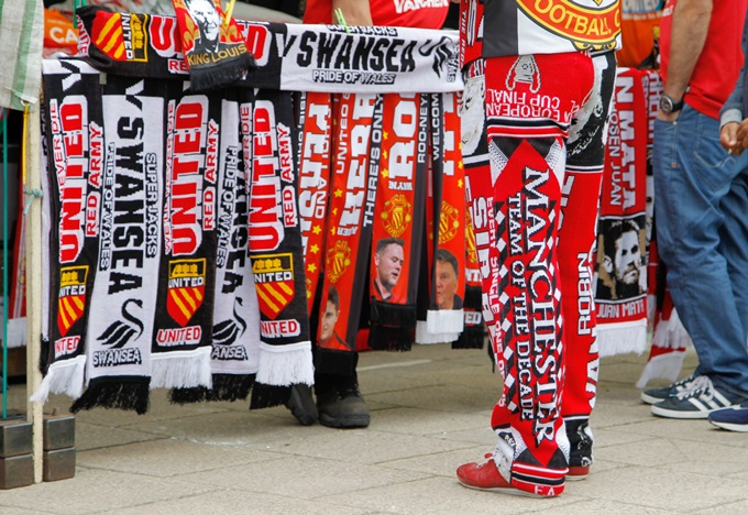 Soccer - Barclays Premier League - Manchester United v Swansea City - Old Trafford