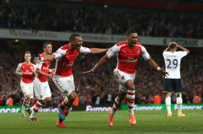 Arsenal's Alex Oxlade-Chamberlain celebrates scoring their equalising goal