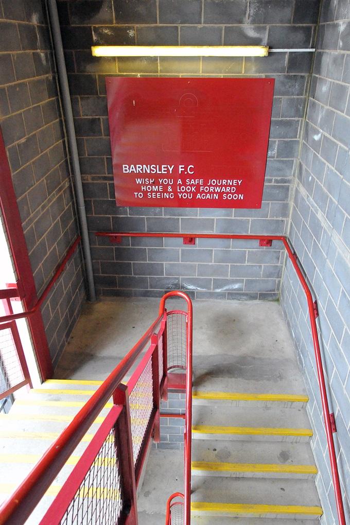 Soccer - Sky Bet Championship - Barnsley v Wigan Athletic - Oakwell