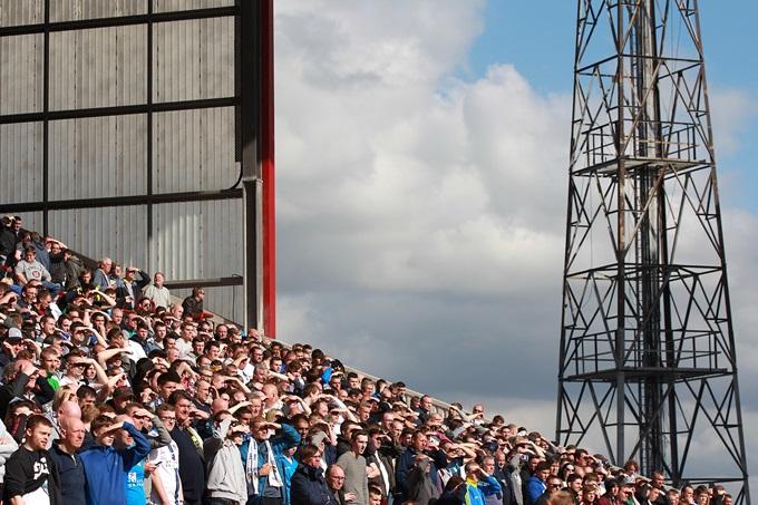 Soccer - Sky Bet Championship - Barnsley v Leeds United - Oakwell Stadium