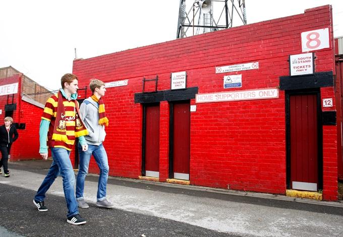 Soccer - Sky Bet Championship - Barnsley v Bradford City - Oakwell