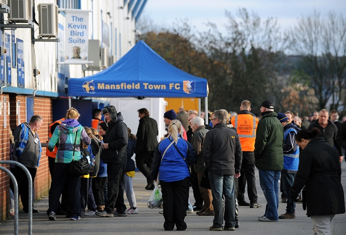 Soccer - Sky Bet League Two - Mansfield Town v Oxford United - Field Mill