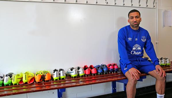 Aaron Lennon Is Picture Of Joy While Posing For His First ...