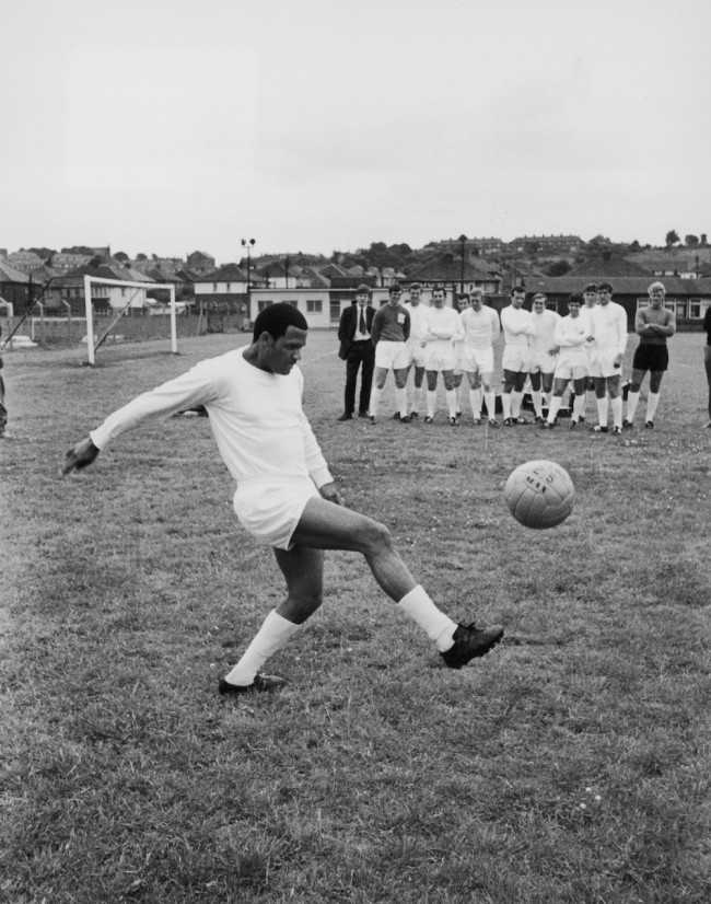 August 1968:  South African footballer Albert Johanneson of Leeds United in training.  (Photo by Evening Standard/Getty Images)