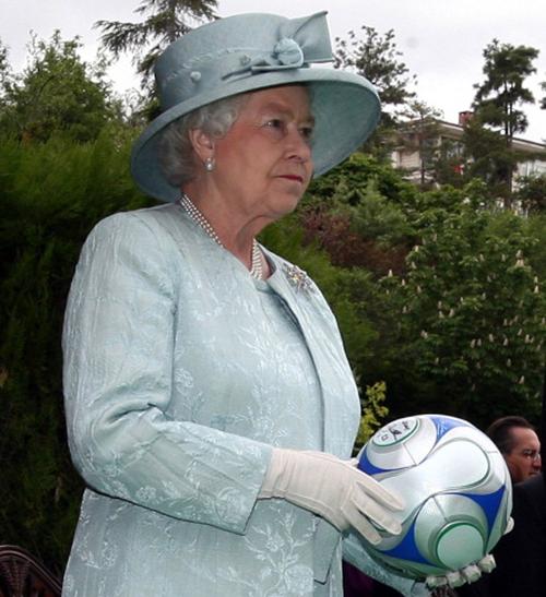 queen-football