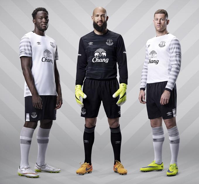 Everton_Away_3Players_LockUp_1