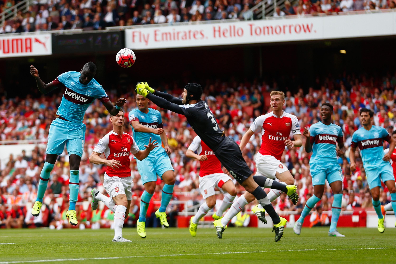 Arsenal: Watch 'Chelsea Agent' Peter Cech Gift West Ham A ...
