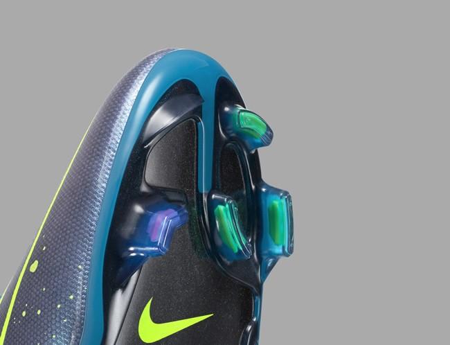 Nike-Football-Soccer_ELECTRO_FLARE_MERCURIAL_VAPOR_G_PREM_45520