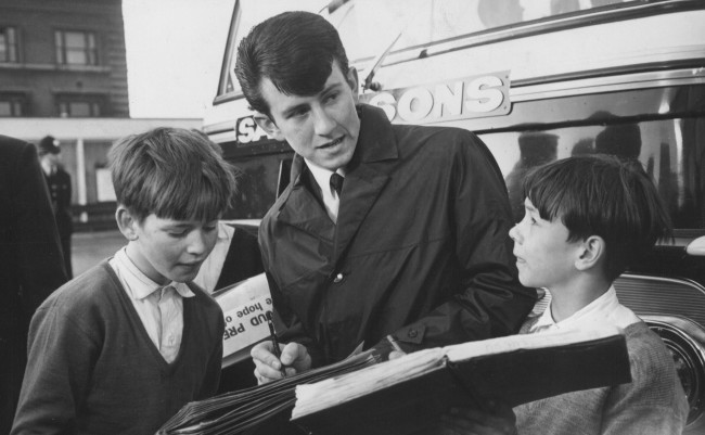 1964:  Preston North End's Howard Kendall signs autographs on his arrival in London prior to the FA Cup Final against West Ham. He became the youngest ever footballer to play in a Cup Final at the age of seventeen. Mandatory Credit: Allsport Hulton/Archive