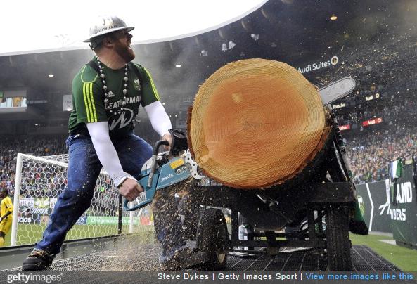 timbers-mascot-chainsaw