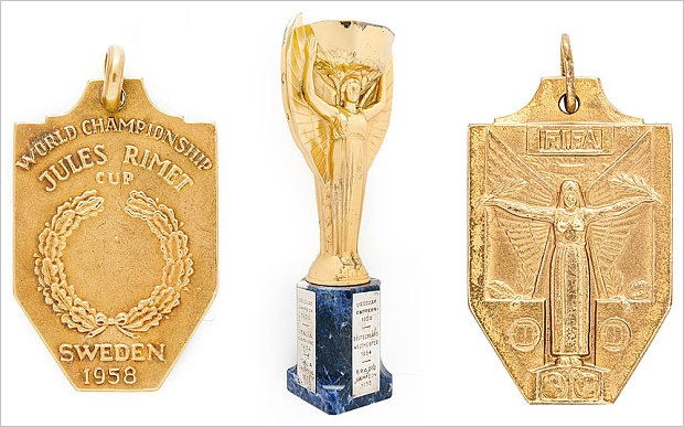pele-trophy-medal-auction