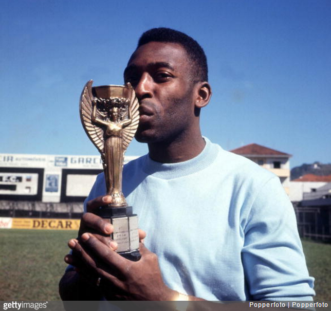 pele-trophy-medal-auction2