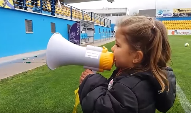 alcorcon-little-girl-megaphone