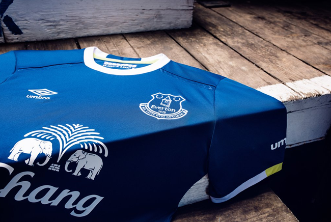 everton-umbro-home-kit3