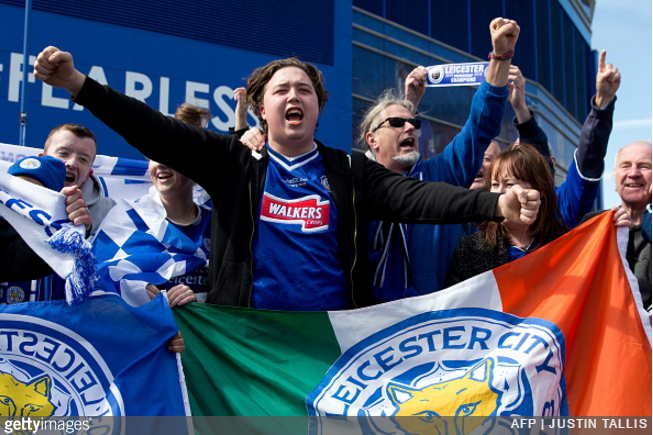 leicester-fans-beer-pizza