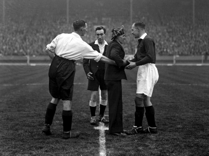 PA NEWS PHOTO 5/4/30 DAVID JACK (LEFT) CAPTAIN OF ENGLAND SHAKES HANDS WITH D. MEIKLEJOHN (CAPTAIN OF SCOTLAND) BEFORE THE KICK-OFF BETWEEN THE ENGLAND AND SCOTLAND INTERNATIONAL SOCCER MATCH AT WEMBLEY, LONDON. CENTRE IS WILLIAMS MCLEAN, REFEREE FROM BELFAST