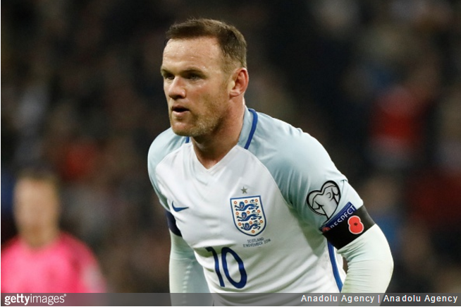 rooney-england-drinking