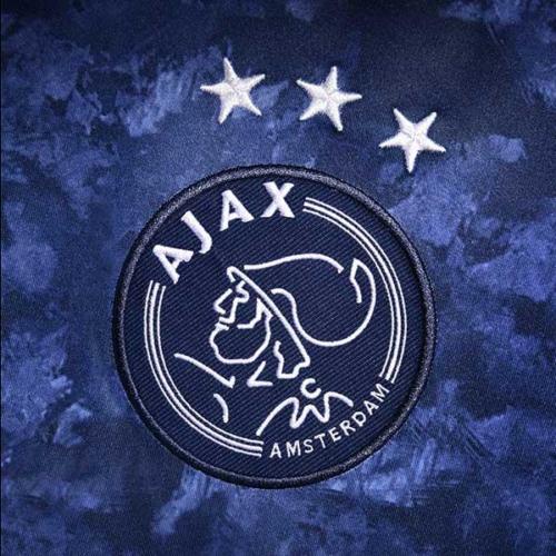 Ajax y adidas presentaron su nueva camiseta suplente