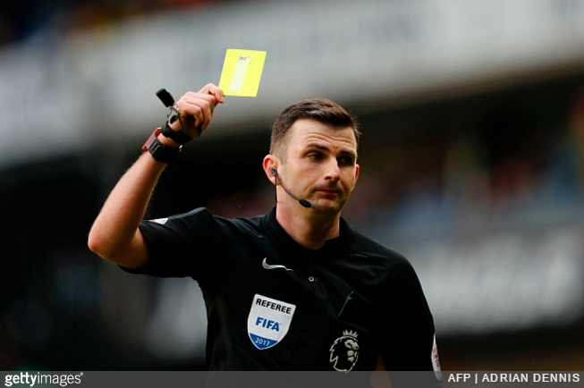 referee-oliver-yellow-card
