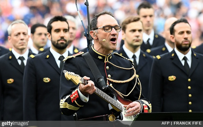 noel-gallagher-france-police-band