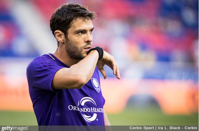Kaká gets second career red... for joke with former teammate