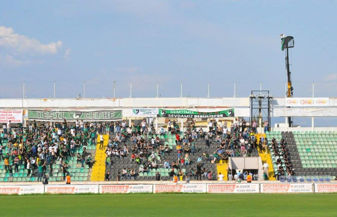 Denizlispor's fan hired a crane to watch his side play in Turkey