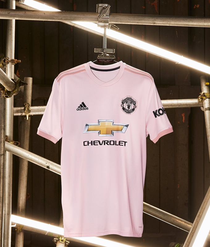 separation shoes fd0c6 a58a9 Pretty In Pink: Man Utd Unveil Come Hither New 2018/19 ...
