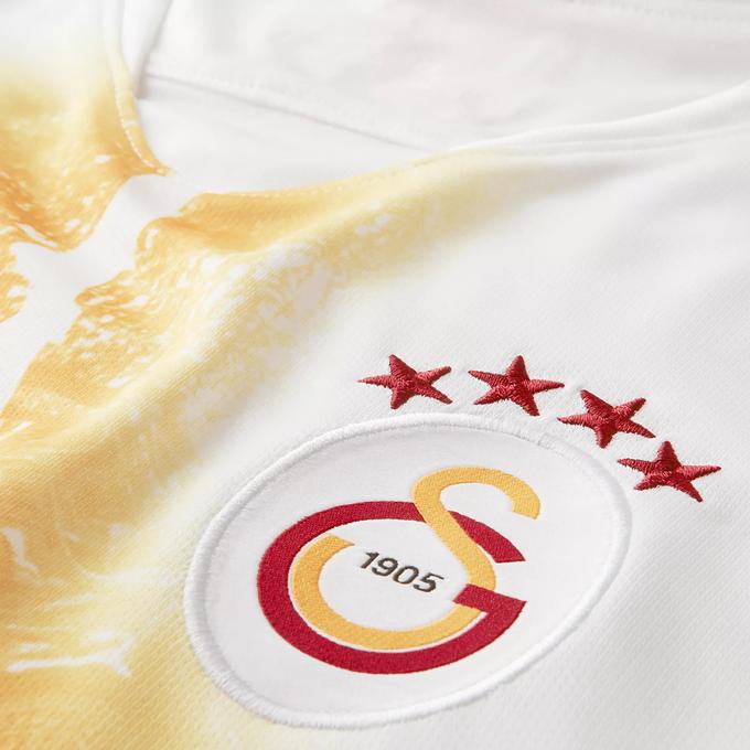 buy popular d2dfb 13899 Nasty Stain: Galatasaray's New Third Shirt Looks Like ...
