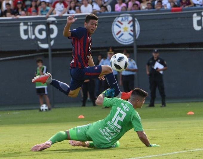 Paraguayan Fernando Ovelar 14 scores for Cerro Porteno in senior game