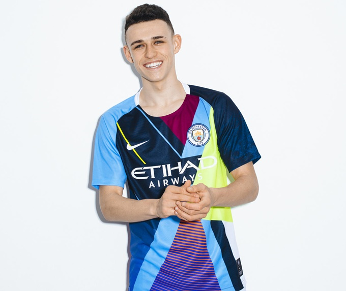 b09e6e898 Splice It Up  Man City Celebrate Six Years Of Nike Partnership With  Obligatory Limited Edition  Mash-Up  Shirt (Photos)